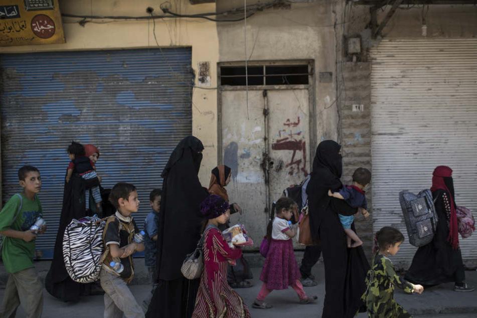 Grausamer Verdacht: IS soll Frau den eigenen Sohn zum Essen gegeben haben