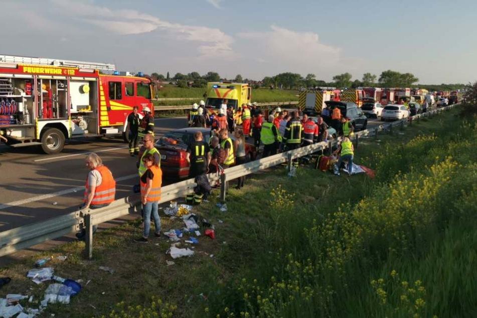 Ein Mensch starb in dem Wrack, 67 weitere wurden teils lebensgefährlich verletzt.