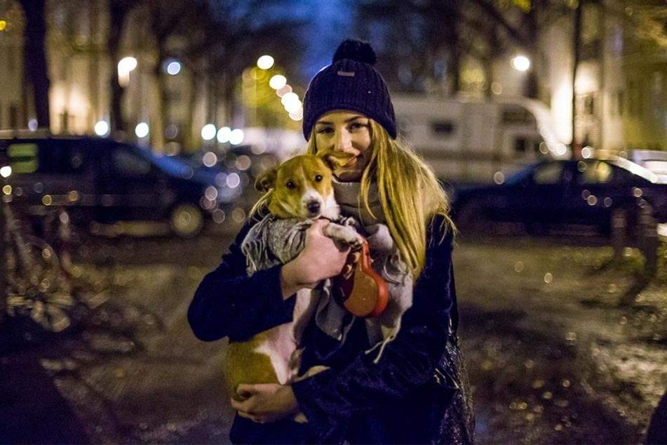 Hündchen Puco ist Nastassjas ganzer Stolz. Der Jack Russell Terrier ist gerade mal fünf Monate alt.