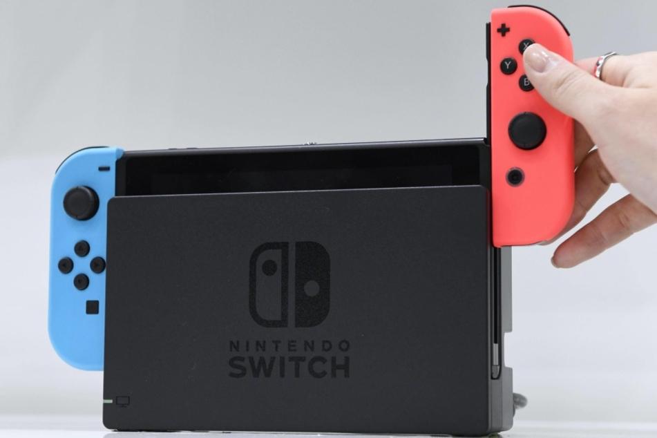 So wird die Nintendo-Switch aussehen. Die Controller kann man an den Seiten einfach herausnehmen.