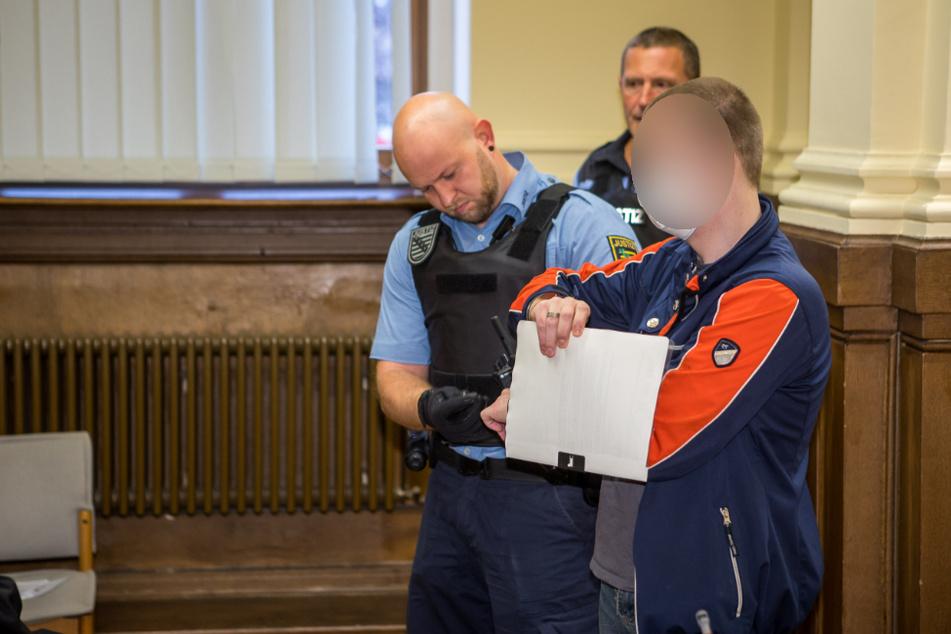 Saß bereits jahrelang wegen schweren sexuellen Missbrauchs von Kindern hinter Gittern: Berufskraftfahrer Daniel M. (32) steht jetzt wieder vor Gericht.