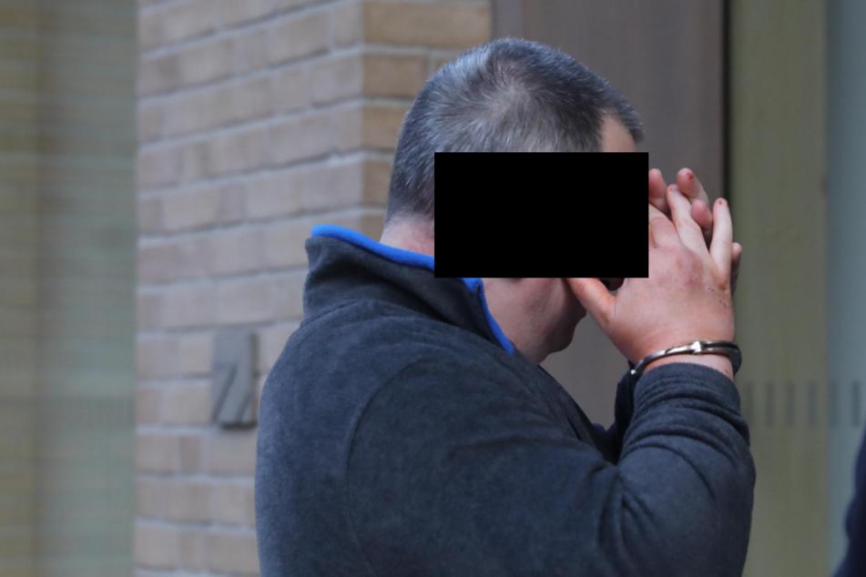 Mann sticht in Dresden auf Frau mit Messer ein und will, dass Polizisten ihn erschießen