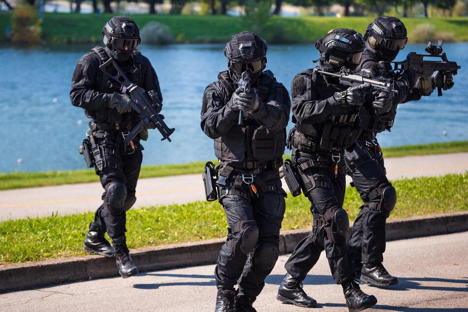 SEK-Einsatz: Aggressiver Mann droht Polizisten umzubringen