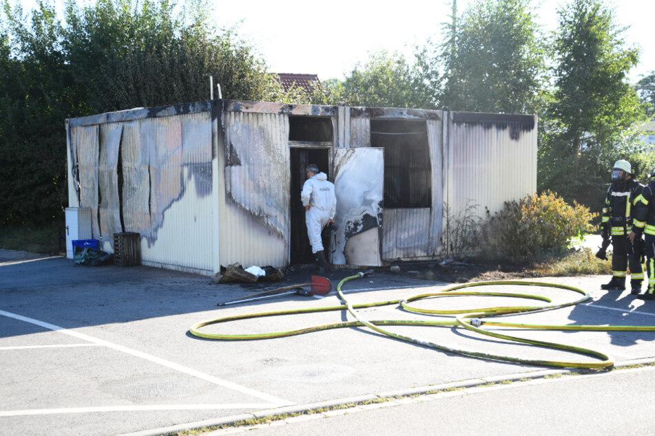 Zwei Menschen sterben bei Brand eines Wohncontainers