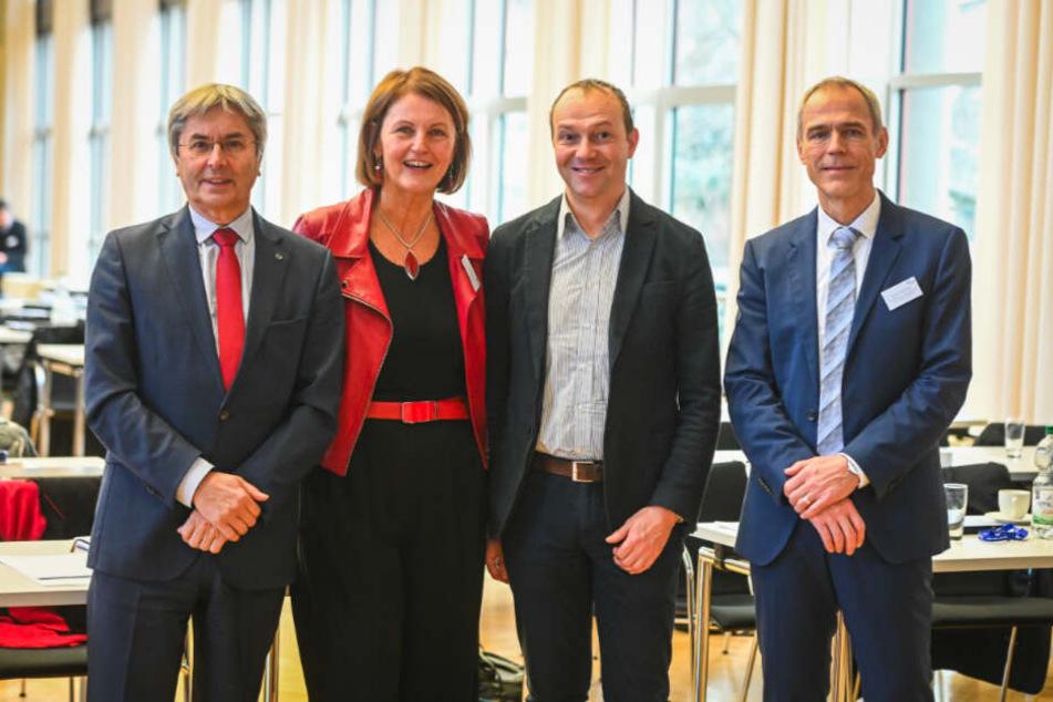 TU-Rektor Hans Müller-Steinhagen, Gunda Röstel von der Stadtentwässerung, Umweltminister Wolfram Günther und Wissenschaftler Peter Krebs haben die Ergebnisse des Projekts vorgestellt.