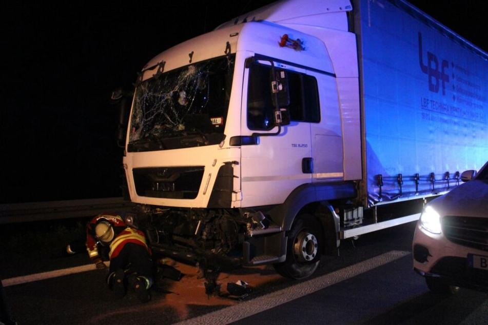 Auch der Fahrer des Lastwagens wurde bei dem Unfall verletzt.