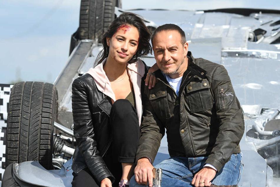 """Die Schauspieler Gizem Emre und Erdogan Atalay bei einem Fototermin während der Dreharbeiten zur RTL Krimiserie """"Alarm für Cobra 11""""."""