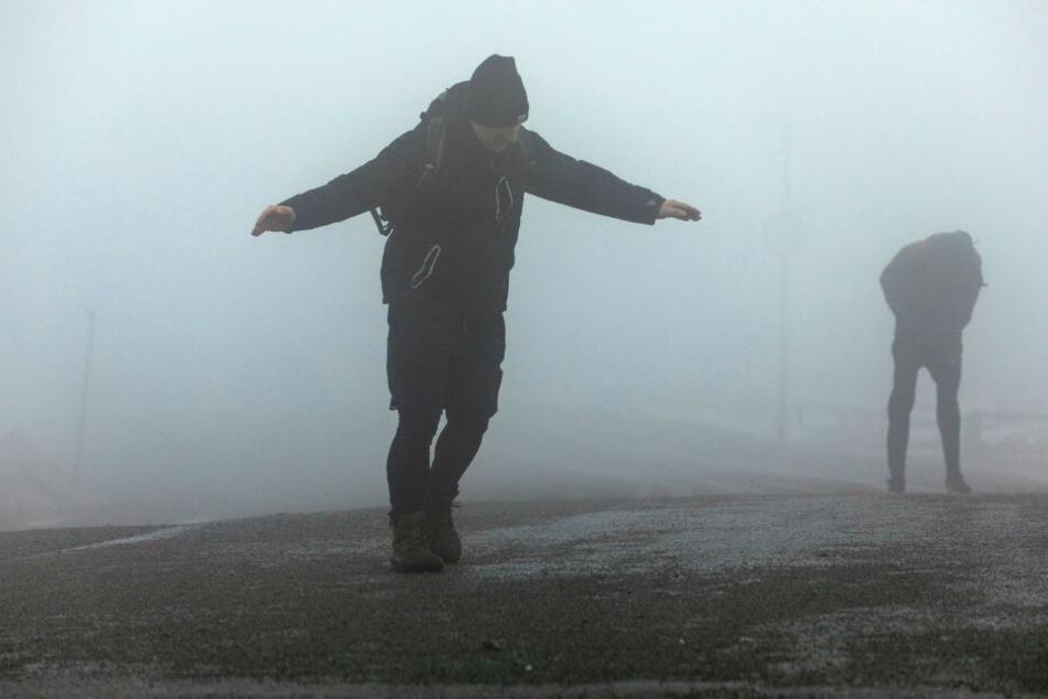 Das Sturmtief soll Orkanböen und Starkregen mit sich bringen.