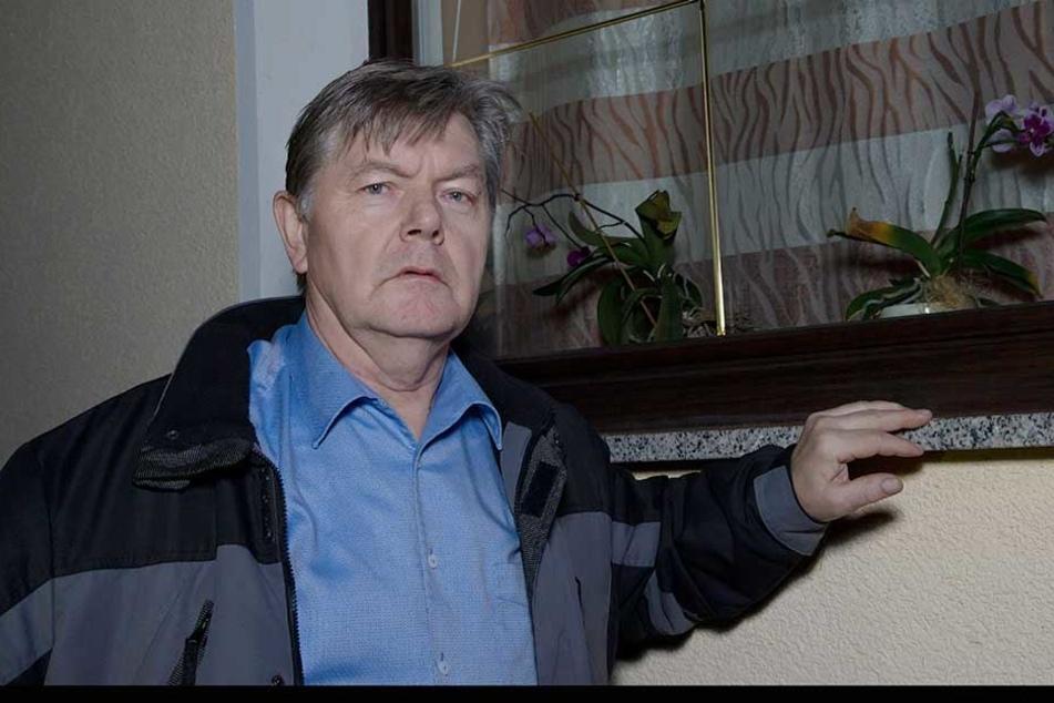 Durch dieses Fenster stiegen die Einbrecher bei Bürgermeister Gerold Mann (63) ein.