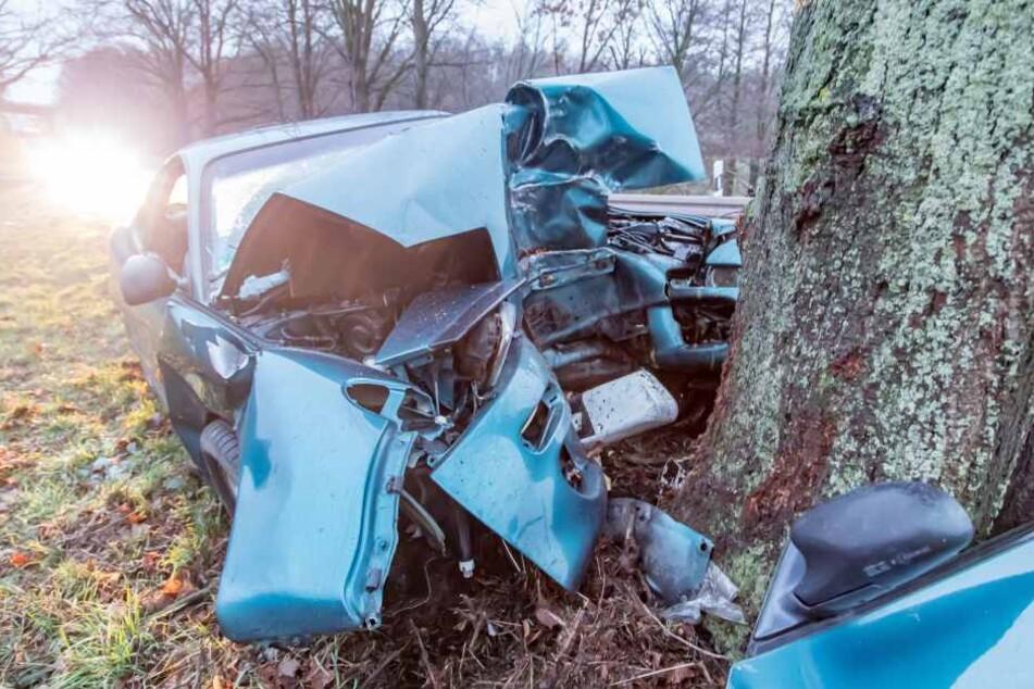 Der Fahrer des Toyota hatte keine Chance, er verstarb noch am Unfallort.