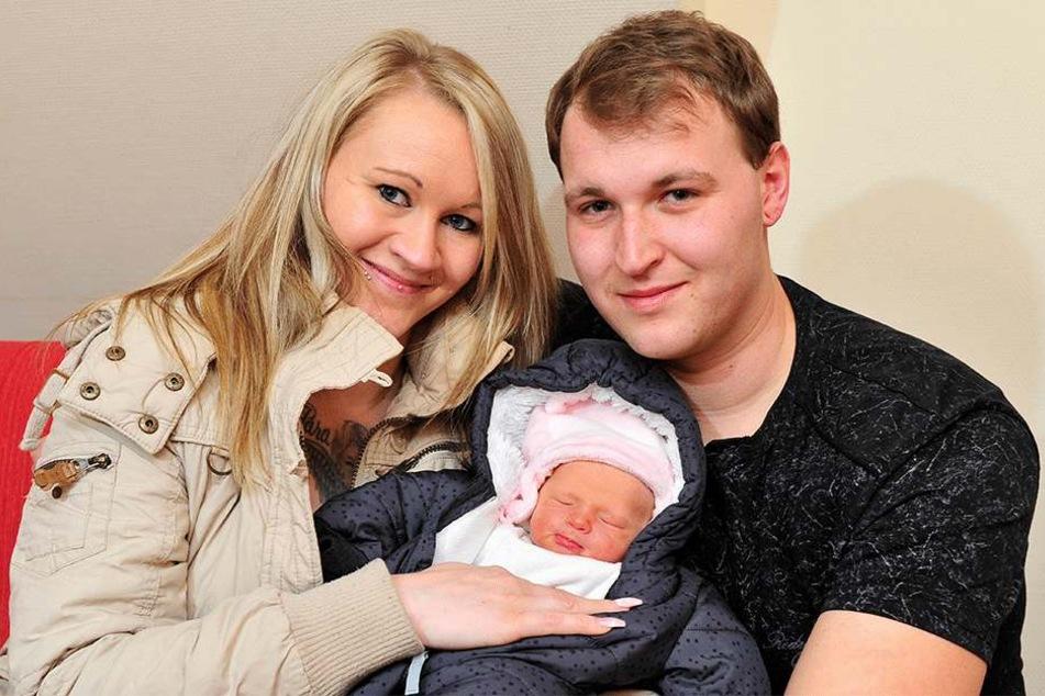 Alle gesund und munter: Nicole Hüse (27), Töchterchen Lia Sophie und Felix Hüse (28).