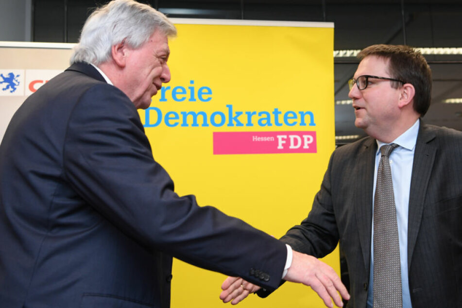 Könnte dieser Handschlag zwischen Volker Bouffier und Stefan Ruppert Symbolcharakter für die Zeit nach den Landtagswahlen sein?