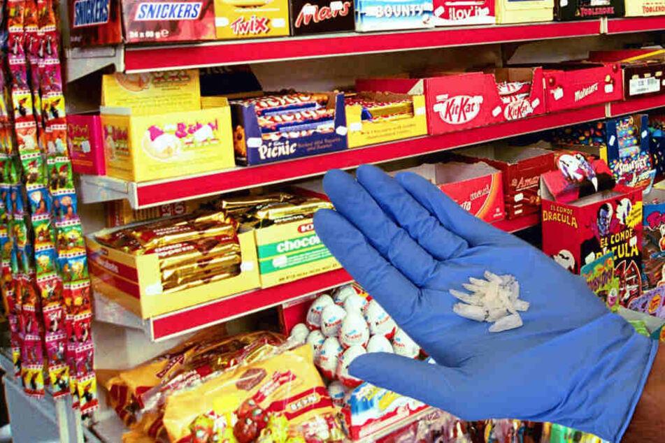 Eine Mitarbeiterin fand beim reinigen des Süßwarenregals die gefährliche Droge Crystal Meth (Symbolbild).