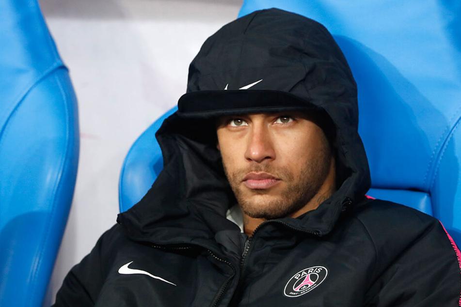 Neymar im April auf der Bank nach dem verlorenem Pokal-Finale gegen Stade Rennes.