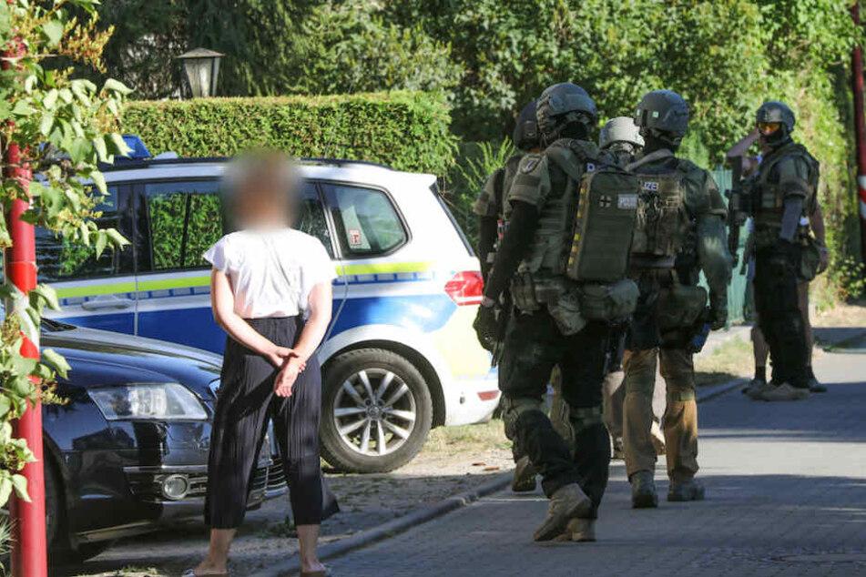 Die Polizei hat den Bahnhof Blankenfelde am Nachmittag abgesperrt.