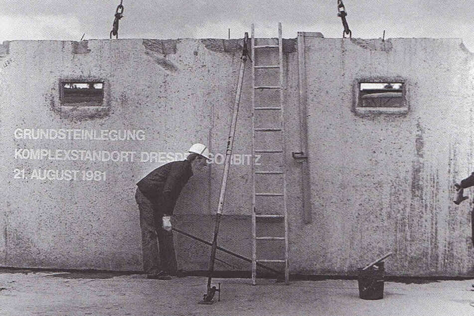 Ein Archivfoto der Grundsteinlegung in Gorbitz aus dem Jahr 1981.
