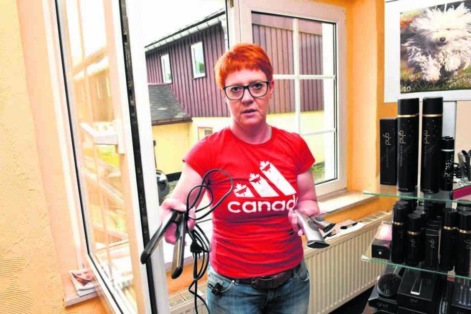 Solche Frisiergeräte klauten die Einbrecher bei Katrin Petzold (51).