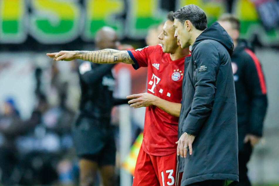 Rafinha im Gespräch mit Bayern-Trainer Niko Kovac.