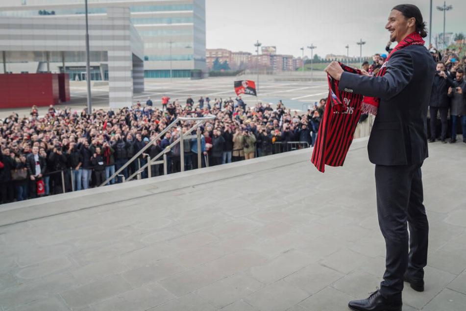 Ibrahimovic bei seiner Ankunft in Mailand. Die Tifosi waren außer sich.