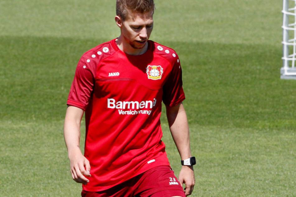 Zum Trainingsauftakt von Bayer 04 Leverkusen zeigte sich Mitchell Weiser gut gelaunt.