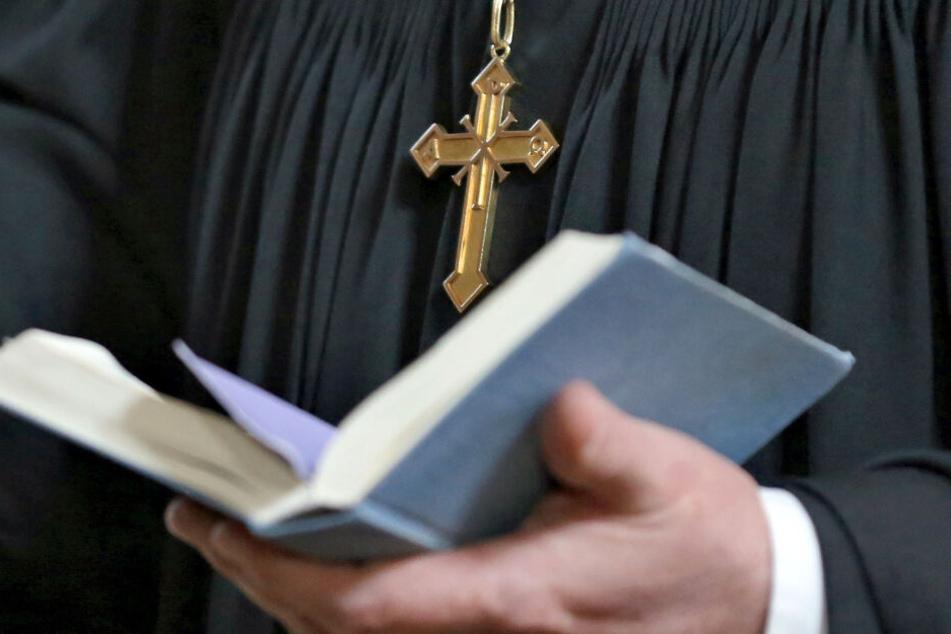 Der verstorbene Pfarrer hinterlässt eine schmerzliche Lücke. (Symbolbild)