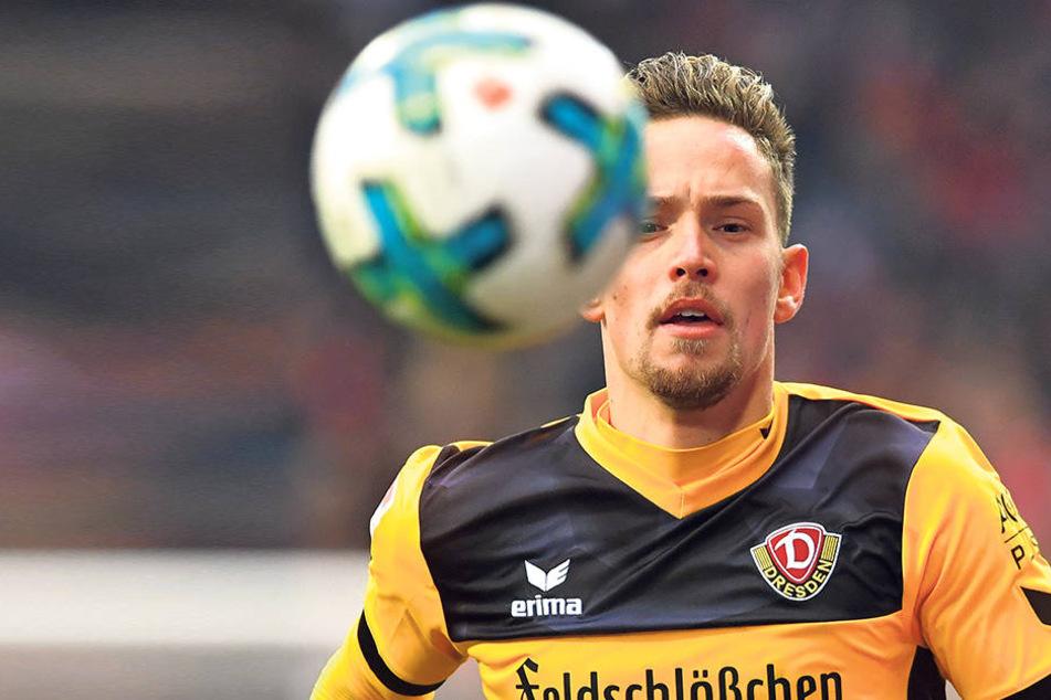 Den Ball im Blick. Jannik Müller spielte eine mehr als solide Hinserie, fing so den Ausfall von Sören Gonther ab.