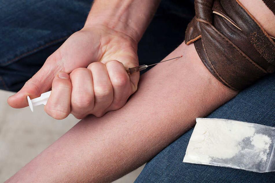 Die Polizei deckte die Machenschaften eines Gefangenen auf, der regelmässig Heroin schmuggelte. (Symbolbild)