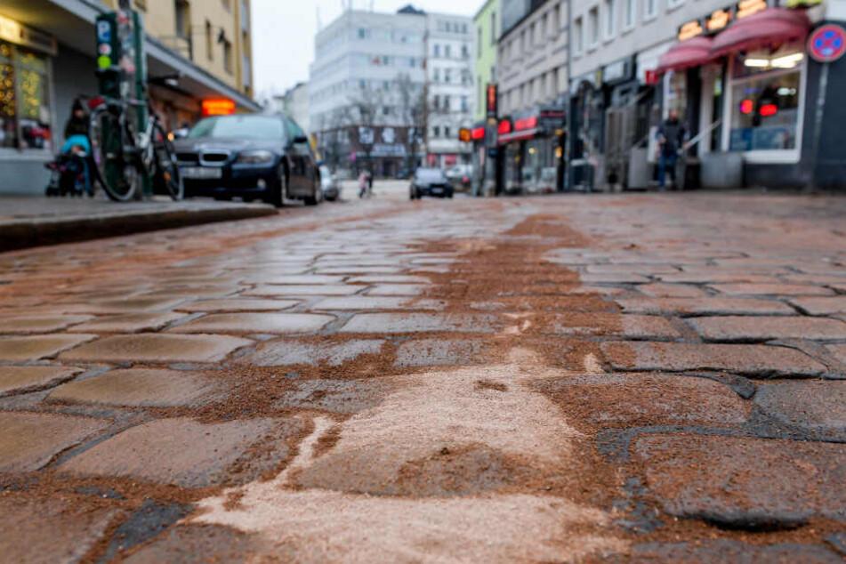 Die mit Bindemittel bedeckte Ölspur verlief in der Silbersackstraße.