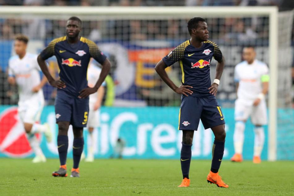 Kollektive Schockstarre bei Dayot Upamecano (l.) und Bruma nach Dimitri Payets Treffer zum 4:2 für Marseille.
