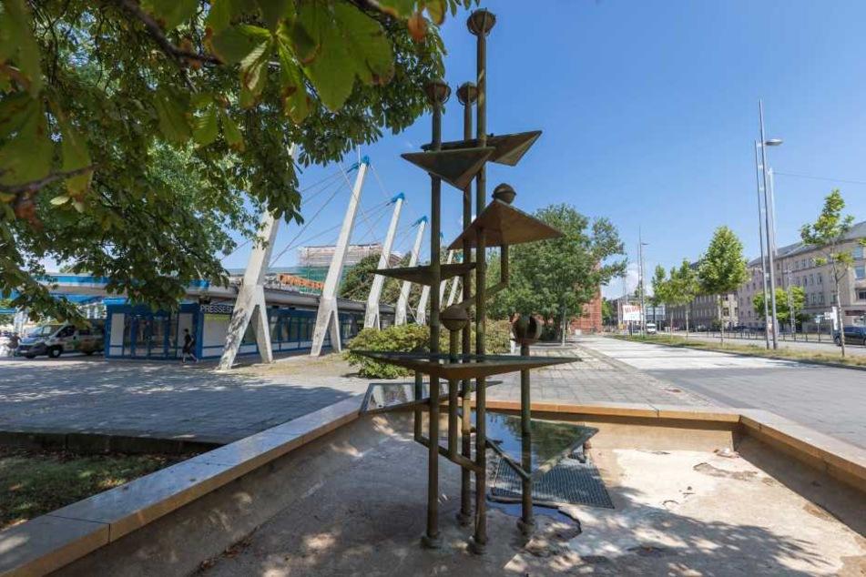 Der Klapperbrunnen bleibt am Busbahnhof.