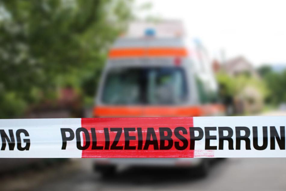 Die Polizei sperrte den betroffenen Streckenabschnitt der B26 für zirka eine Stunde (Symbolbild).