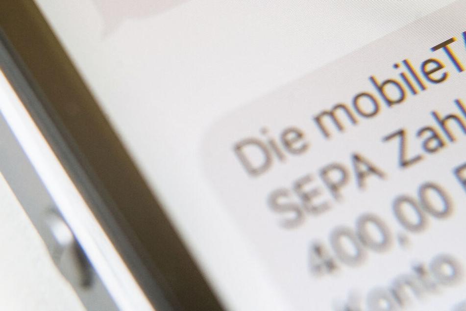 """Eine SMS, in der eine sogenannte """"mobileTAN"""" zur Verifikation von Banküberweisungen angezeigt wird"""