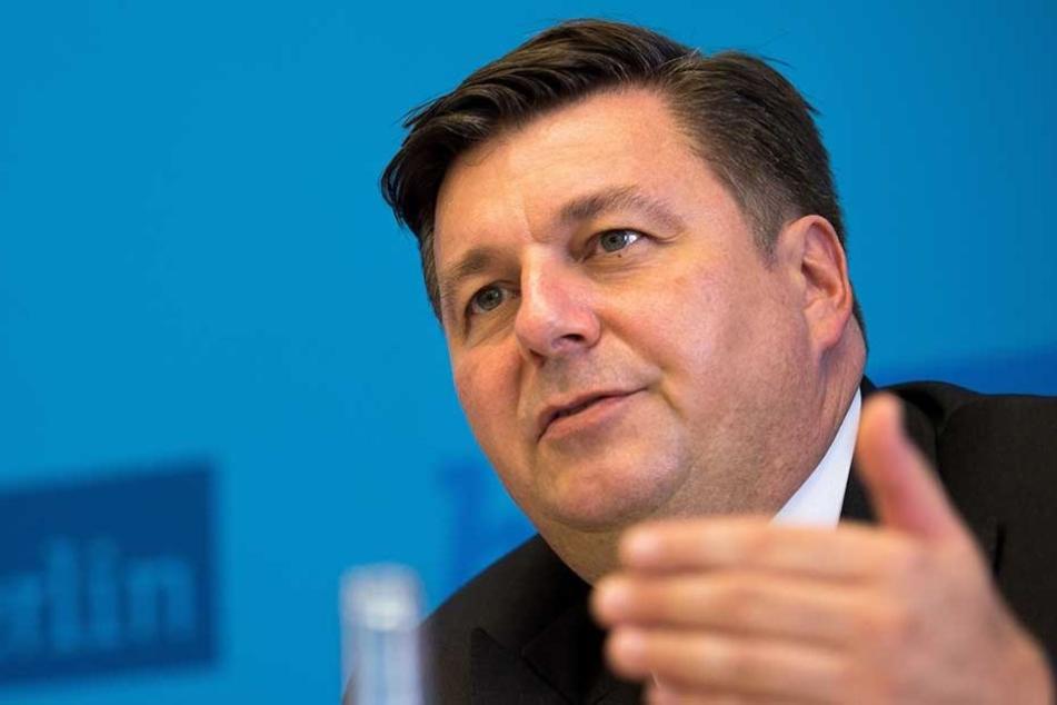 Berlins Innensenator Andreas Geisel (SPD) hat seinen Polizisten eine detaillierte Mail geschrieben.