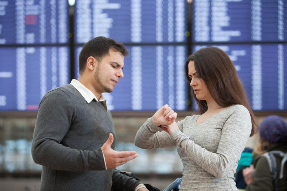 Wenn der Flug ausfällt oder verspätet ist, kann man auf Entschädigung klagen. (Symbolbild)