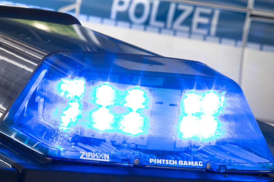 Die alarmierten Polizisten hatte große Mühe, den 28-Jährigen festzunehmen. (Symbolbild)