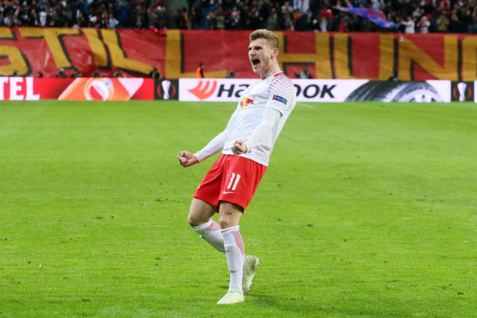 Nach einer ausgeglichenen ersten Halbzeit konnte Torjäger Timo Werner mit dem Pausenpfiff das 1:0 erzielen und feierte diesen.