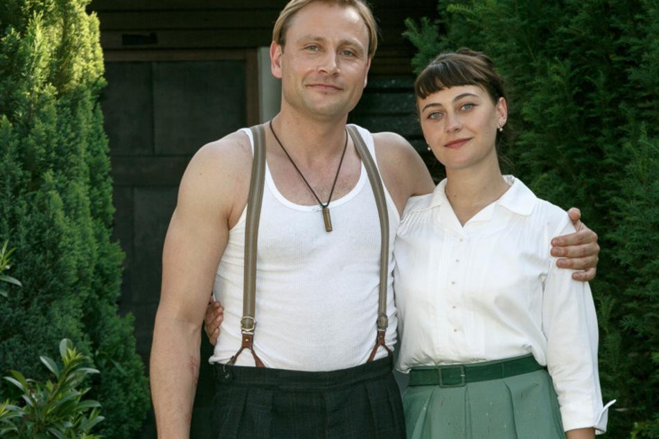 """Max Riemelt (37) und Mercedes Müller (24) in der Serie """"Bonn""""."""