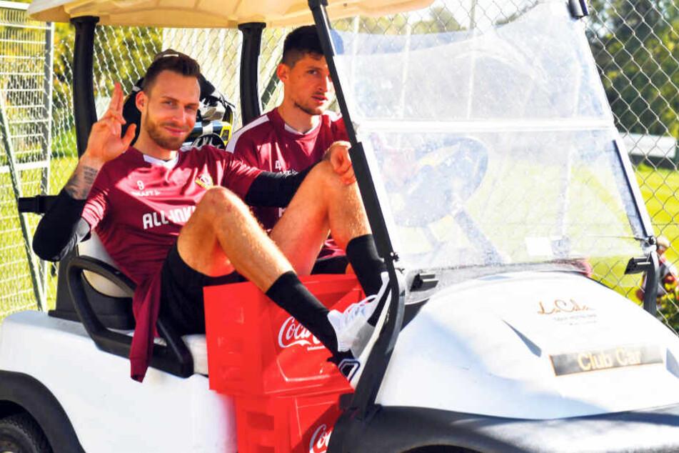 Kann Jannis Nikolaou (r., mit Patrick Schmidt) als Innenverteidiger Dynamo in ruhigere Gewässer steuern?