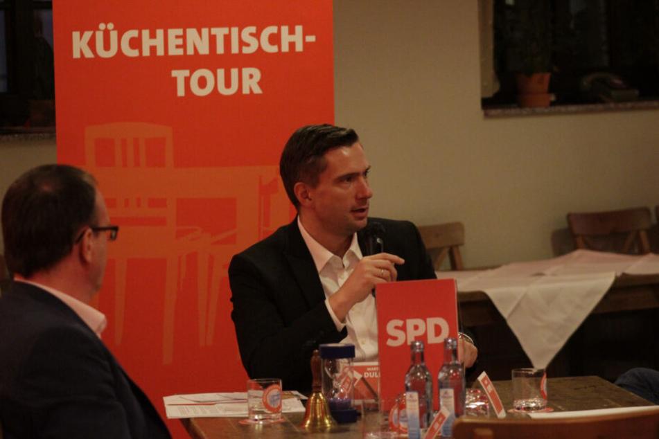 """Martin Dulig (45, r.) und Jörg Vieweg (48) diskutierten am SPD-""""Küchentisch"""" über die Energiewende."""