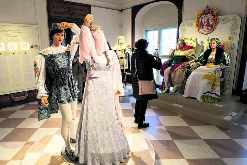 Ein Kleid, das in die Geschichte einging: In der Schau werden viele originale Aschenbrödel-Kostüme gezeigt.