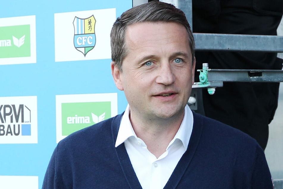 Thomas Sobotzik im Chemnitzer Stadion. Der 44-jährige Ex-Profi hat in einem Jahr beim CFC erfolgreiche Arbeit geleistet.