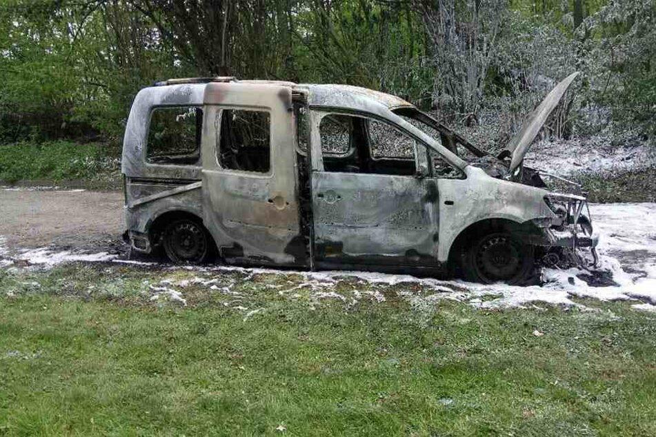 Ein Feuerwehrmann fand das brennende Auto.