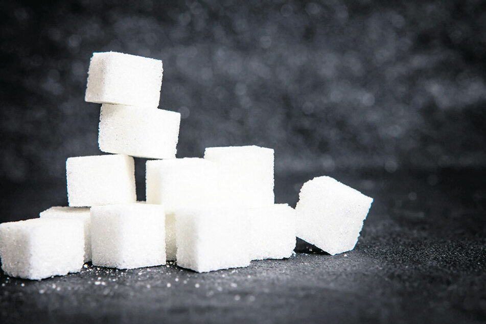 Würfelzucker ist befeuchteter, zu kleinen, meist quaderförmigen, Portionen gepresster und anschließend getrockneter Kristallzucker. Er kann aber auch auch braunem Rüben- und Rohrzucker hergestellt werden.