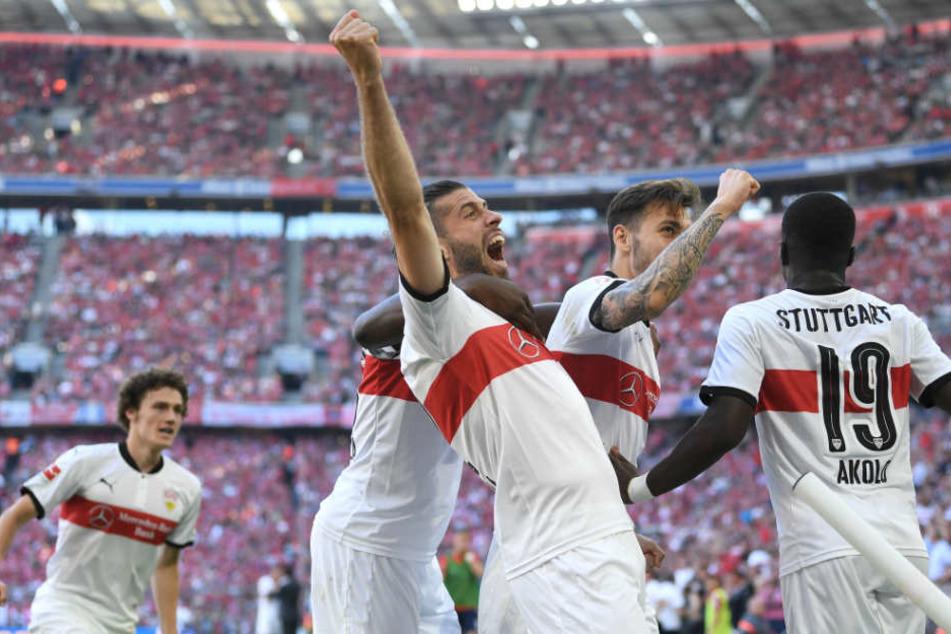 Jubel beim VfB am Samstag nach dem dritten Tor gegen die Münchner, geschossen von Chadrac Akolo (rechts).