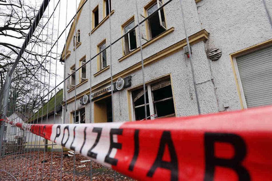 Die Polizei hatte die Ruine mit Flatterband abgesperrt.