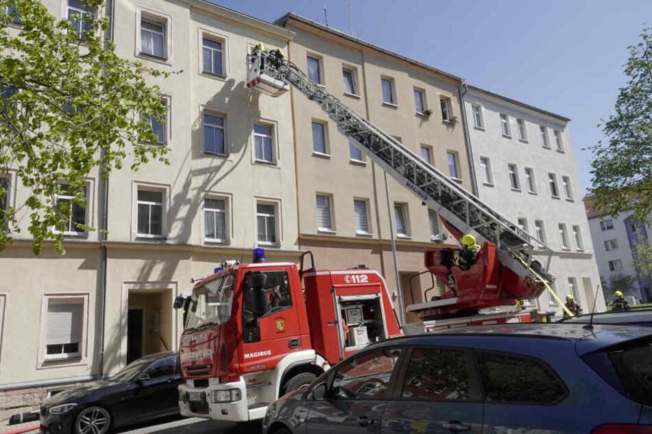 Für den Feuerwehreinsatz mussten die Kantstraße und die Bernhardstraße gesperrt werden.