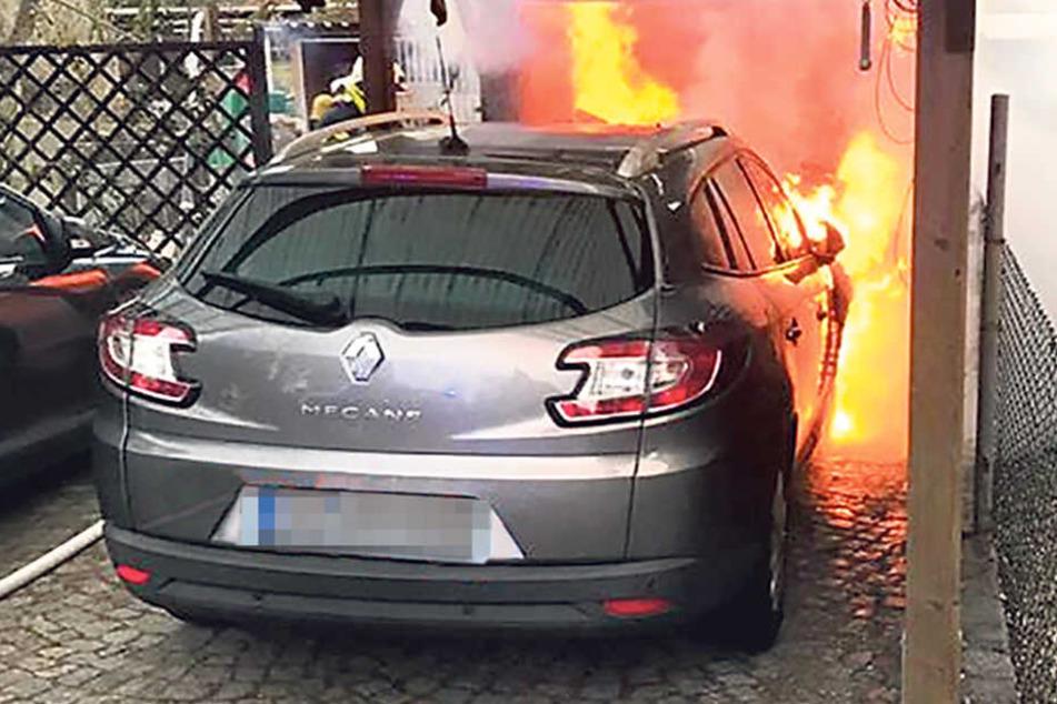 Carport, Garage und Auto in Flammen: 60.000 Euro Schaden wegen Kamin-Asche!