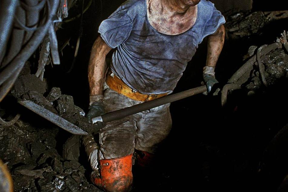 Bei der Nachbereitung in dem Bergwerk wurde der Arbeiter in einer Tür eingeklemmt. (Symbolbild)