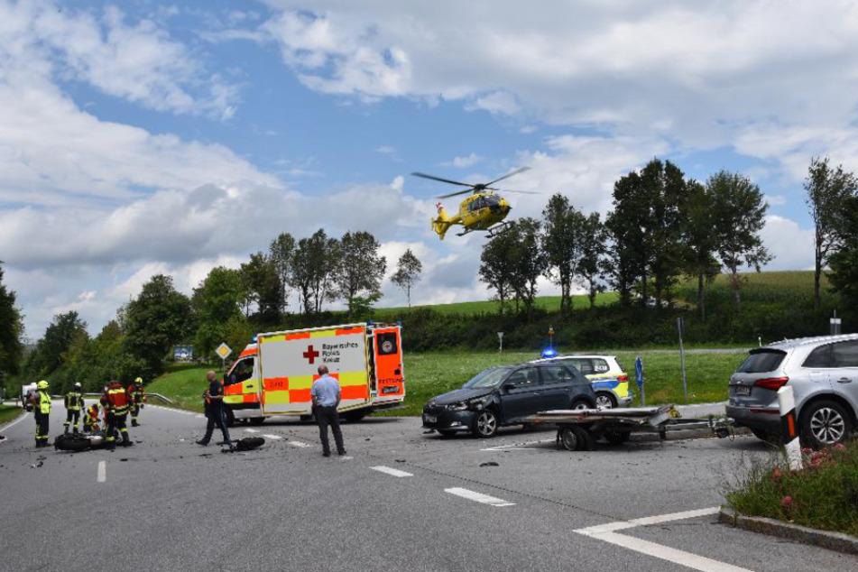 Blick auf die Unfallstelle auf der B85 in Niederbayern.