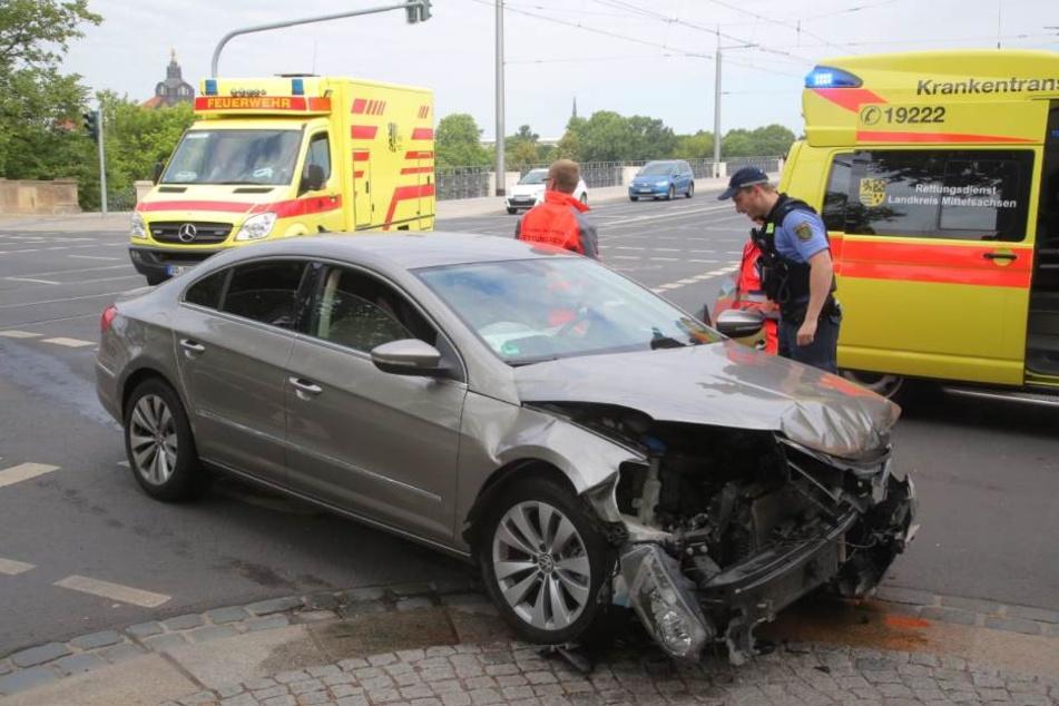 Der VW wurde beim Crash demoliert.